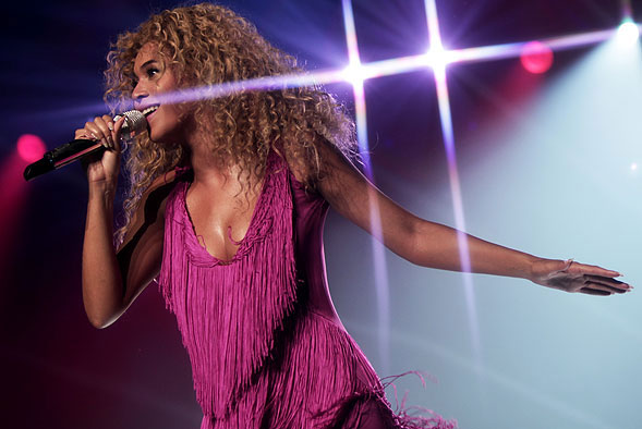 """""""Beyonce Sells Out NYC Concert In 22 Seconds."""" Photo by Flickr user """"mp3waxx.com,"""" August 11, 2011. Available via Flickr."""