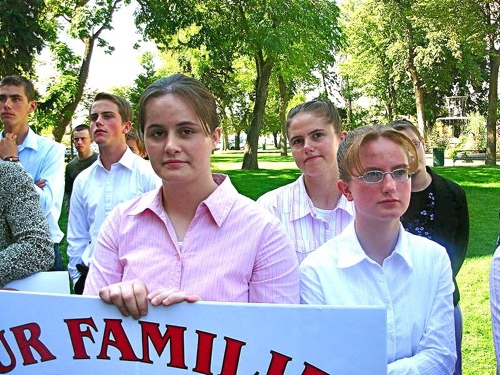 Teens from polygamous families along with over 200 supporters demonstrate at a pro-plural marriage rally in Salt Lake City in 2006. Available via Wikipedia